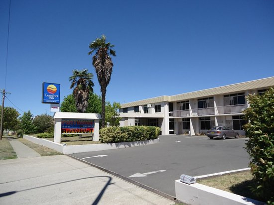 The Posthouse Motel: From the street