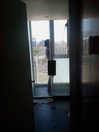 Hotel on Rivington : outside wall shower