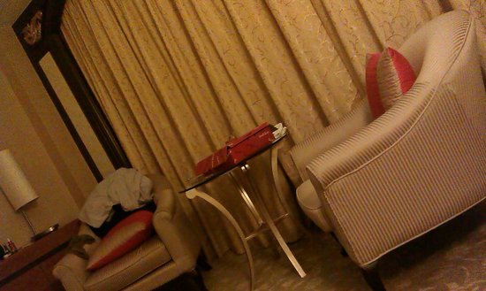 Shangri-La Hotel Jakarta : Sofas