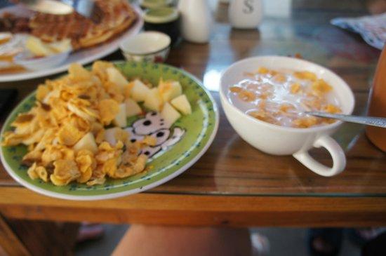 Dali Five Elements Hostel : Завтрак