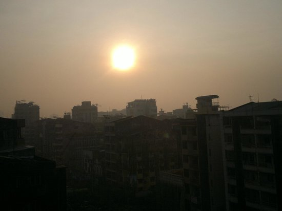 New Yangon Hotel: wow sunrise over the city