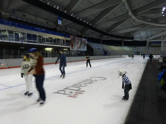 Olympic Oval: 400 M ice track