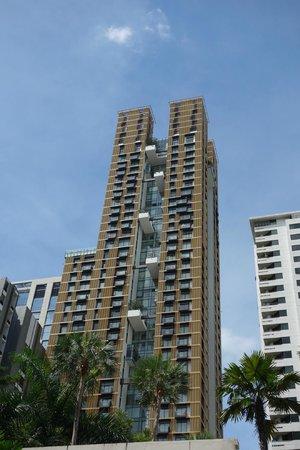 Hansar Bangkok Hotel: view of the building
