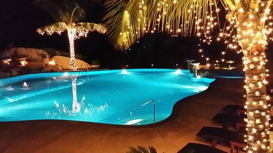 Jamahkiri Resort & Spa: En drink vid poolen