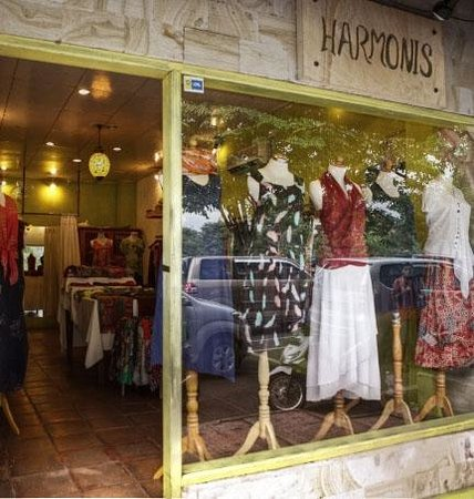 Harmonis: boutique entrance