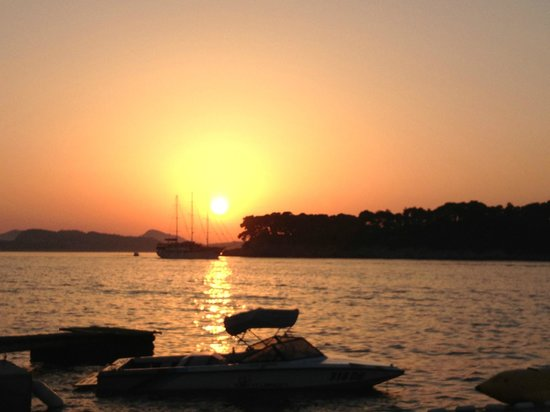 Tirena Hotel : Sunset at the beach