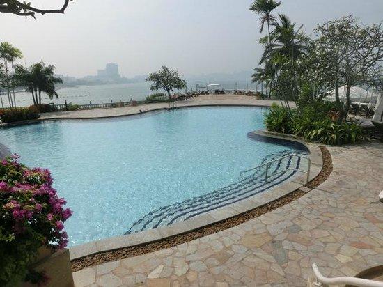 Dusit Thani Pattaya : ラグーンプール