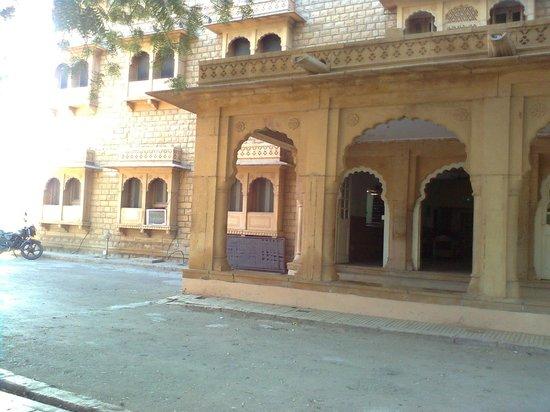Hotel Moomal's entry