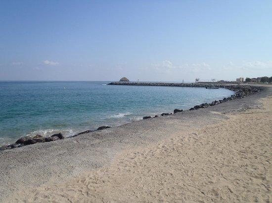 Radisson Blu Resort Fujairah: Strandbereich - Sicht rechts