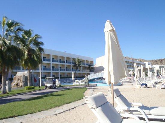 Radisson Blu Resort Fujairah: Hotelanlage Strandsicht