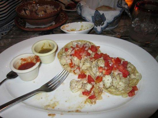 El Tábano: standard fare -- fish tacos
