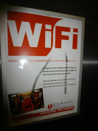 Ramada Naples City Center: Wi-fi есть