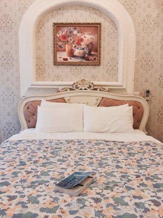 Lan Rung Beach Resort & Spa: Decor in the bedroom
