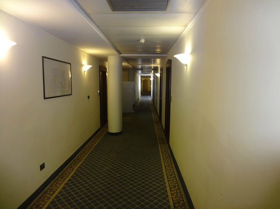 Ramada Naples : коридор