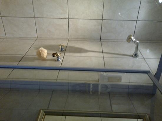 Mossel Bay Backpackers: shower
