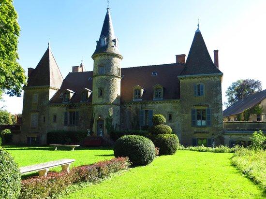 view from the garden on bourgogne sud picture of chateau de vaulx saint julien de civry. Black Bedroom Furniture Sets. Home Design Ideas