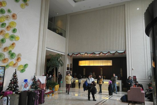 Noble Crown Hotel: Lobby