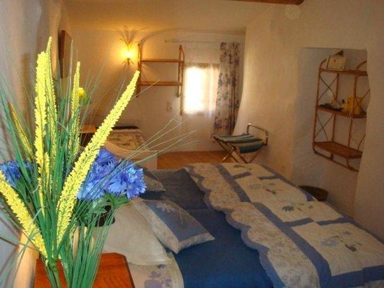 Cubieres-sur-Cinoble, France: chambre  Bleuets