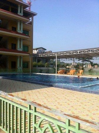 Hotel Gold Cambodia: Swimming Pool