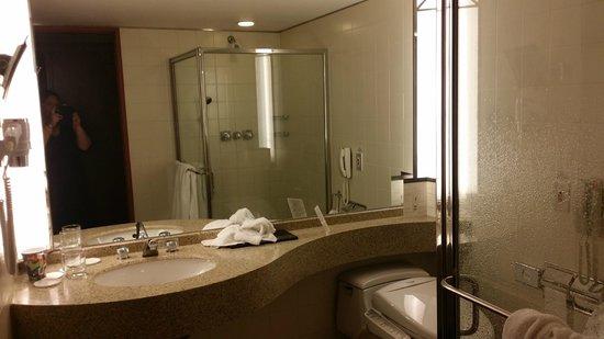 InterContinental Seoul COEX: Huge Bathroom