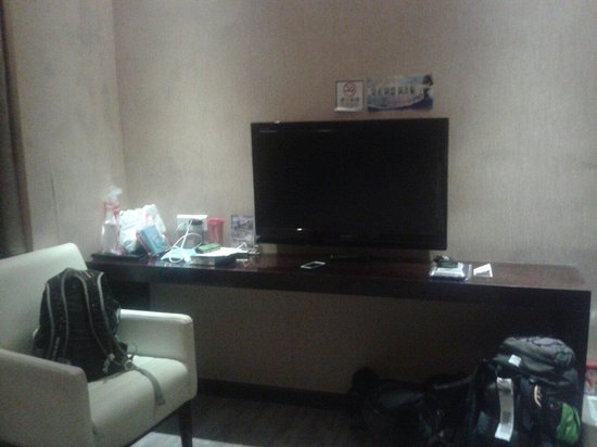 East Asia Hotel : Плазма в номере