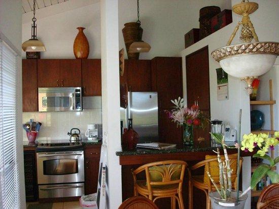 Wailea Ekolu Village Resort : fabulous newly renovated kitchen