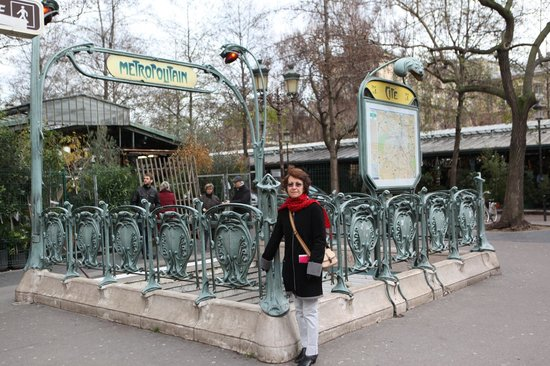 Hotel Dauphine Saint Germain : Jill at Metro