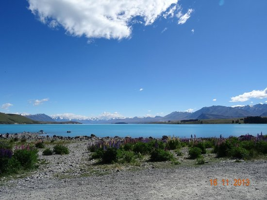 Lake Tekapo Village Motel: A view by the lake