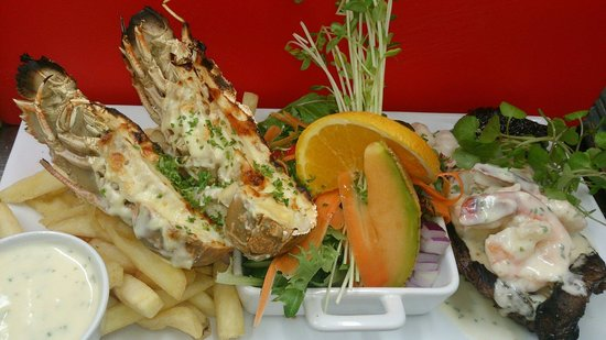 Maroochydore, Αυστραλία: Wagyu rump with garlic prawns and mornay  bugs