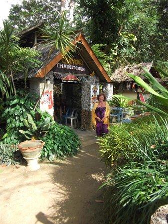 Koh Mook Had Farang Bungalow: Mayow Restau Yellow