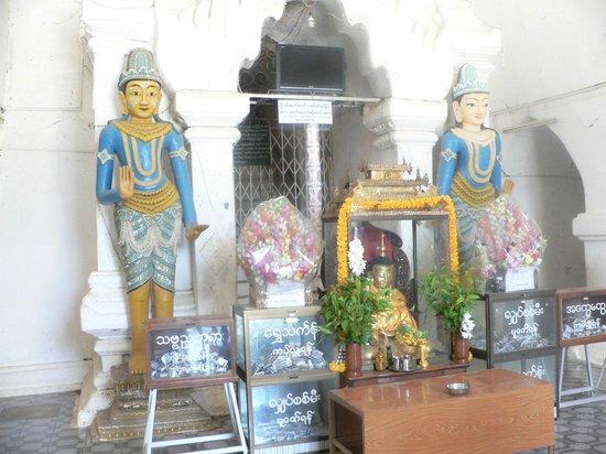 Thatbyinnyu Temple: Door guardians