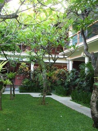 Puri Damai : garden