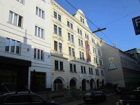 Mercure Josefshof Wien: Hotel Facade