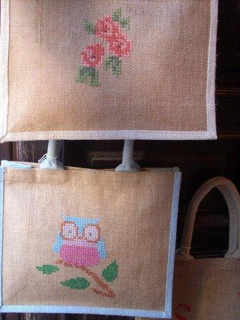 design di qualità 58f3f fe7bc le deliziose borse in juta ricamate a mano - Foto di S ...