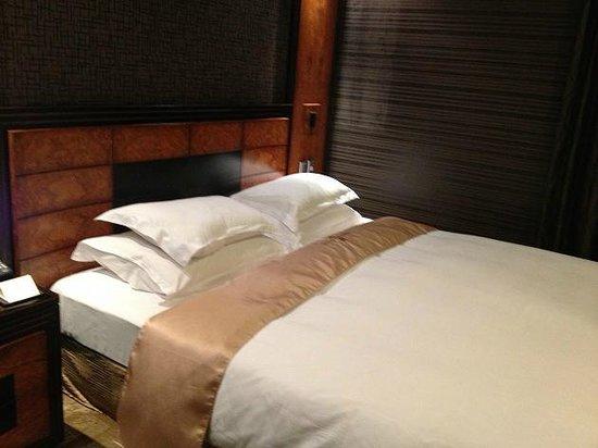 Hotel Sense: ベッド