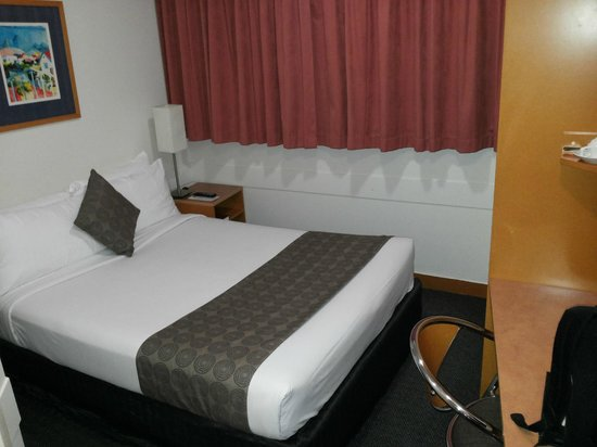 George Williams Hotel: Room