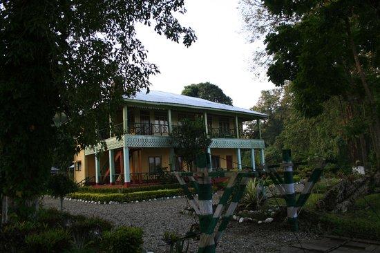 Chapramari Wildlife Sanctuary: Chapramari Forest Bungalow
