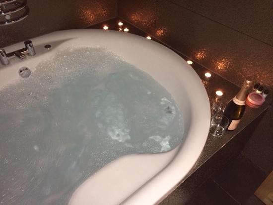 Hotel Una : Aragon - Candle lit Jacuzzi Bath