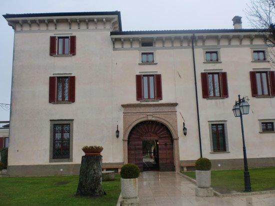 Castello Belvedere Apartments: portone