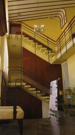 Cool Colombo : scala che porta alle stanze