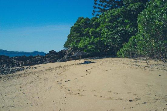 Qualia Resort: Private beach drop off to Henning Island