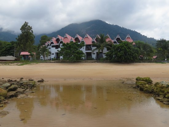 Paya Beach Spa and Dive Resort: Hotel view during Low tide