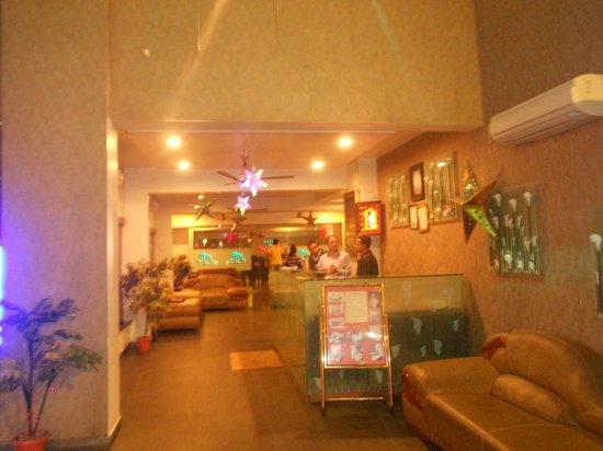 Hotel Sai Miracle : Whole ground floor (atrium)