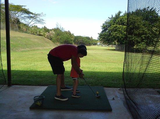 Outrigger Fiji Beach Resort: golf range
