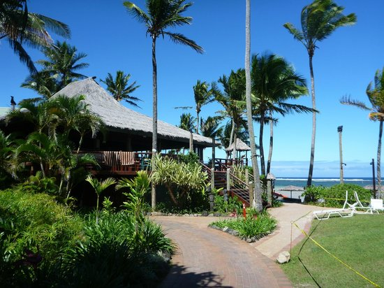 Outrigger Fiji Beach Resort: Sundowner