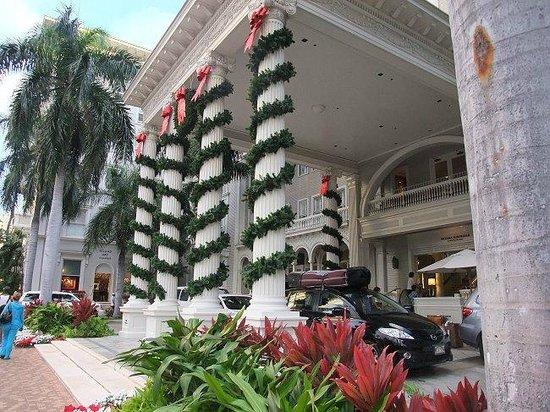 Moana Surfrider, A Westin Resort & Spa : ホテルエントランス