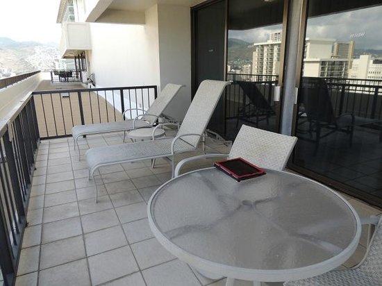 Moana Surfrider, A Westin Resort & Spa : スイートのベランダ