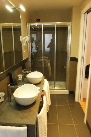 Caravel Hotel: bagno