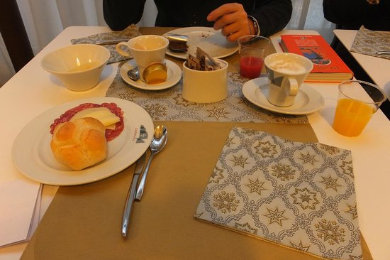Caravel Hotel: colazione