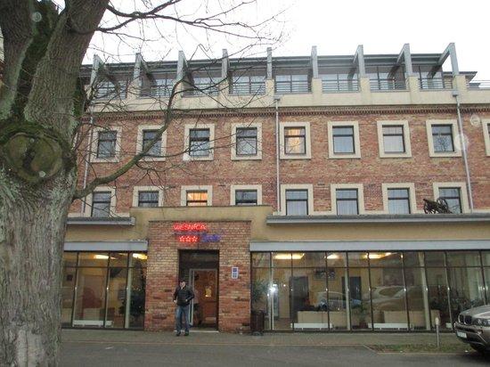TOSS Hotel: отель